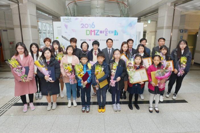 9 미술대회 시상식 단체사진